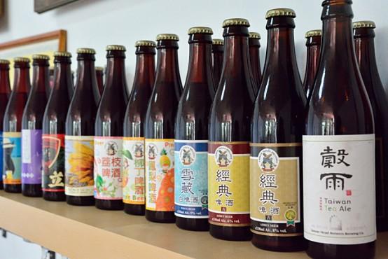 事務所には北台湾ビールで醸造しているビールのボトルがディスプレイされていた。