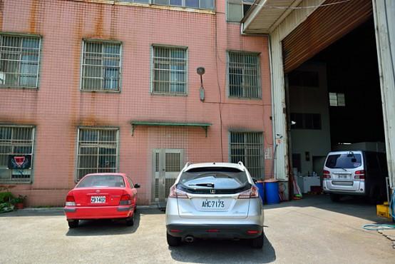 北台湾ビールのブルワリー。正面が事務棟、右が倉庫、右奥が醸造所になっている。