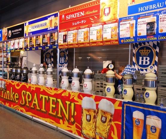 人気のドイツビールが15種類以上。マースジョッキで飲むと雰囲気も高まる