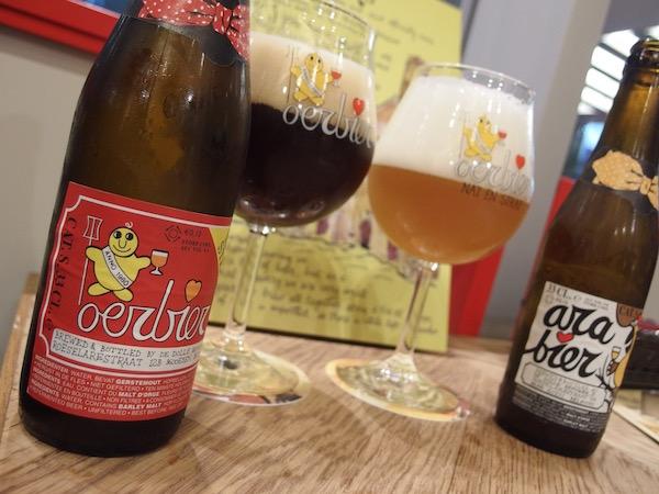 デ・ドレ醸造所の代表的な銘柄2種、「ウルビア」(左)と「アラビア」