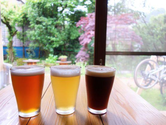 自然に囲まれながらゆったりと飲むビールに心身が癒される