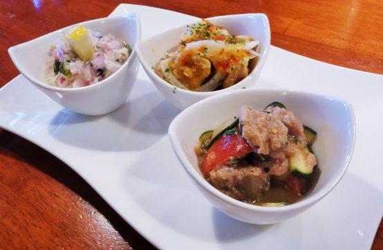 今回はササミのレモンサラダ(左)、ピリッと辛いミニスウィートチリチキン(中)、旬のカツオと夏野菜(右)をチョイス