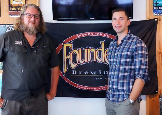 共同創業者であるデイブ・エンバース氏(左)とインターナショナルセールス担当のブライアン・メイ氏(右)