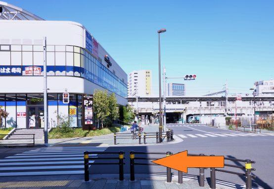 千住大橋駅は各駅停車と快速が停車する。