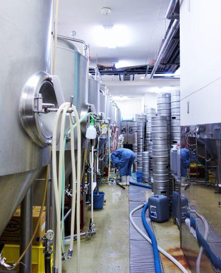 需要も多く、醸造設備を増築して、多くのファンへ供給できるように対応している ※写真は増築前のもの