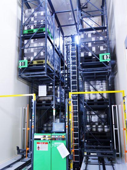 貯蔵施設では自動で決められた場所へ置いたり、出したりすることができる設備がある。こうした設備を取り入れたことで、スタッフの負担も軽減し、作業効率も良くなったという