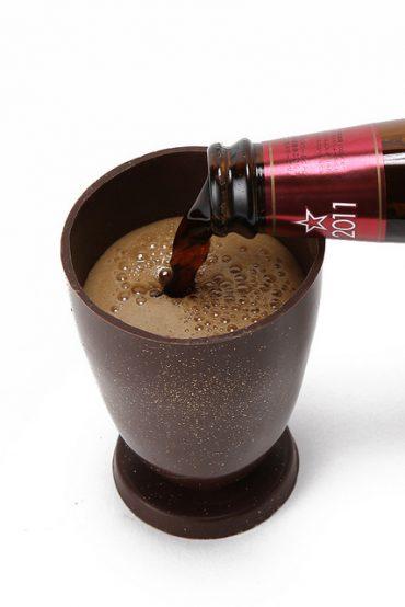 チョコレート製グラスとチョコビール