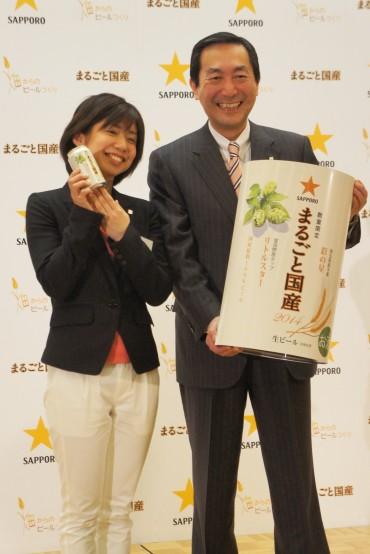 尾賀社長(右)とプロジェクトチーム中村寧子さん(左)