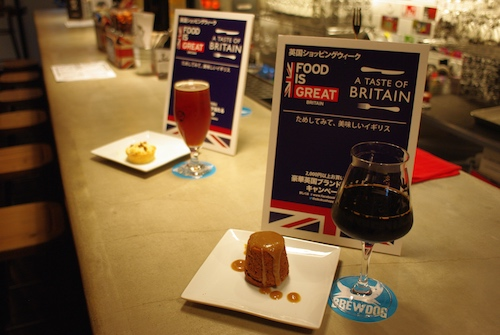 左が「Apple Pie w/Vanilla Ice Cream + FIVE AM Red Ale (R)」、右がSticky Toffee Pudding + Cocoa Psycho (S)
