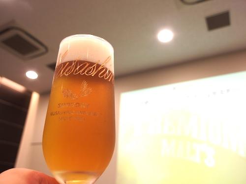 武蔵野ビール工場オリジナルのビアグラス。工場内にあるショップで購入可能
