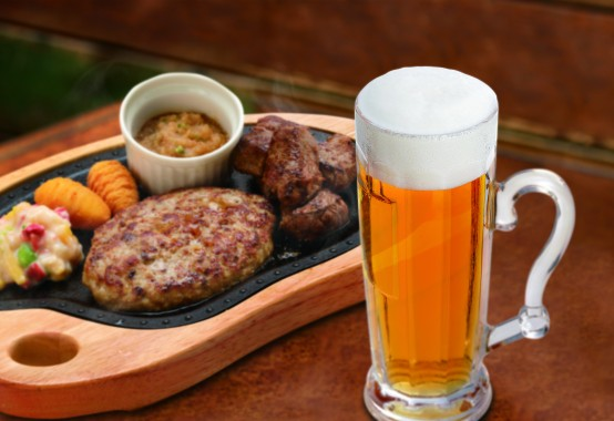 ③オーガニックビールとハンバーグ&コロコロステーキ写真