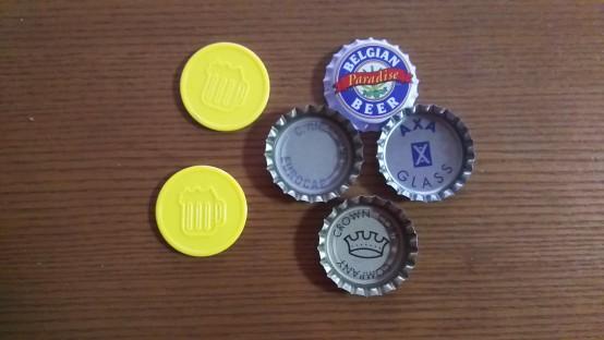 黄色いのがグラスを交換するためのコイン。ジュトンは作られた年によって少し違うものもある。