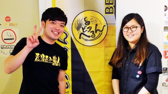 ビアソムリエの平岡さん(左)と店長の鈴木さん