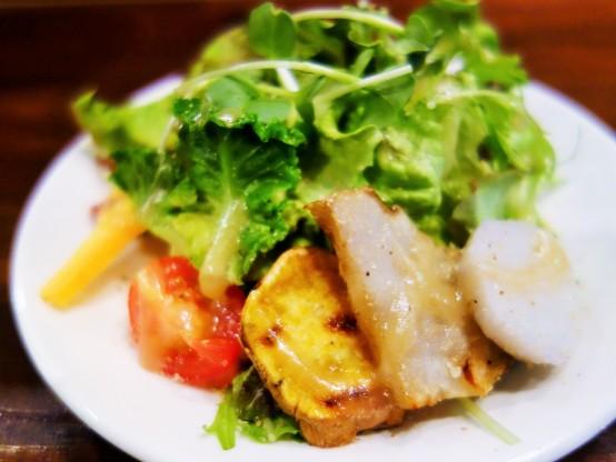 お通しの静岡県産の食材を使用したサラダ。これだけでも贅沢な逸品だ