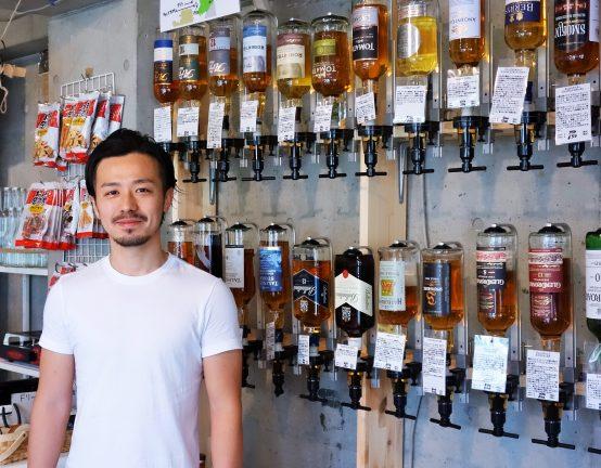 お酒についてわからないことがあったら店長の菊池氏に気軽に質問してみよう