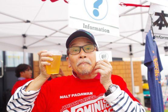 「ウイスキー&ビアキャンプ長和町」のクラフトビールブースをプロデュースした日本ビアジャーナリスト協会 藤原ヒロユキ代表。