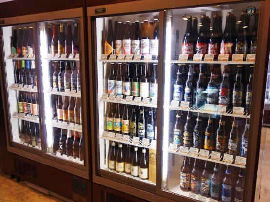 40か国を超えるビールが勢揃い。どれを購入しようか悩ましい限りだ