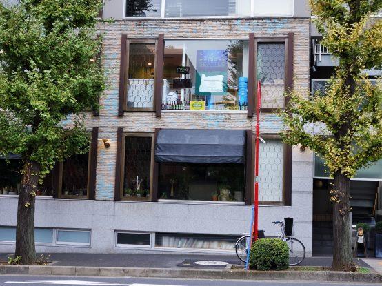 表参道、渋谷、恵比寿そして、六本木の中間地点にあるBrewpub Pacific N.W。どの駅からも少し離れているのが、逆に落ち着いた雰囲気でビールが楽しめる環境だ!