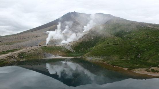 大雪山と姿見の池