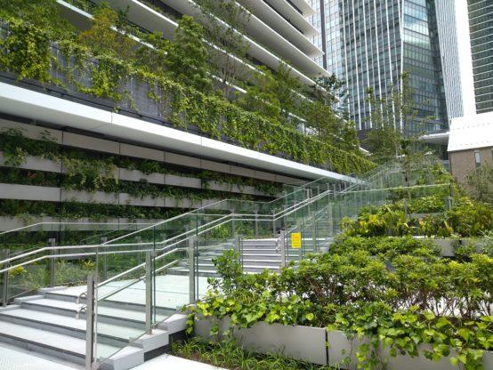 虎ノ門ビジネスタワーの外階段