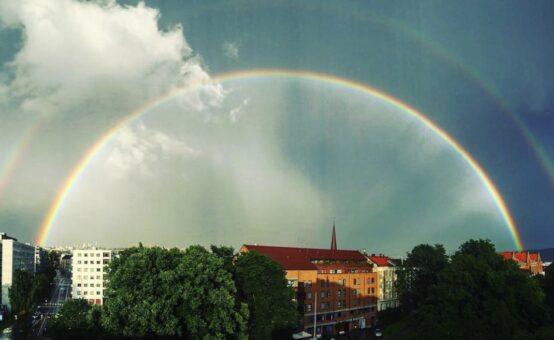 オスロの街に差す大きな虹