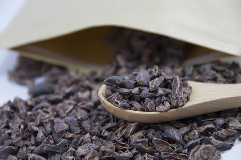 こちらが「カカオニブ」一言で言うならカカオ豆を砕いた物、「カカオ100%」