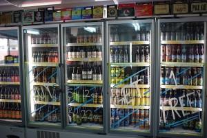 ずらりと並ぶボトルは選ぶのに迷うほど。クール宅急便で配送も可能