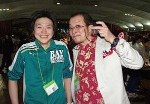 JAPAN BREWERS CUP実行委員長の鈴木真也氏(左・ベイブルーイングヨコハマ代表)と日本ビアジャーナリスト協会会長の藤原ヒロユキ(右)