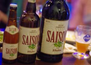 左からサンフーヤン・セゾンの小瓶、大瓶、2リットルボトル。