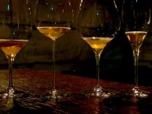 グラスによる味わいの違いを楽しむのもよい